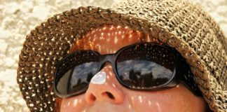žena na slunci