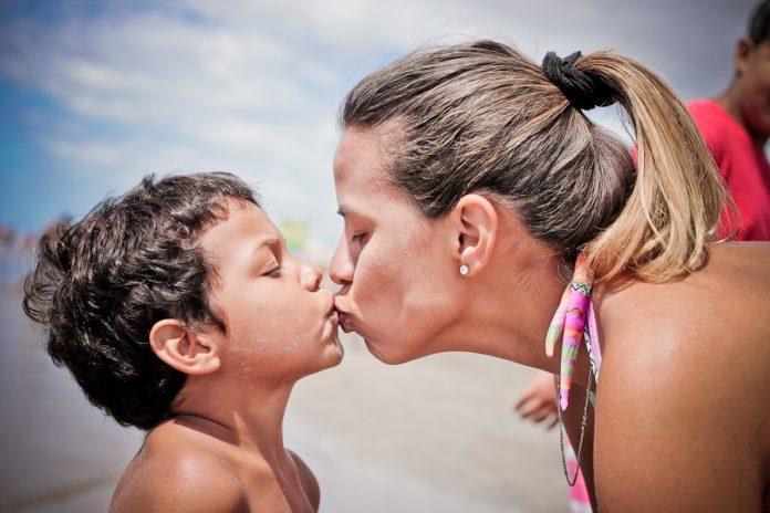 dítě a matka