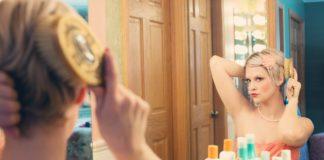 žena u zrcadla